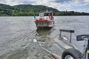 Rettungsboot - Wasserrettung der Feuerwehr garantiert Sicherheit an und auf dem Rhein