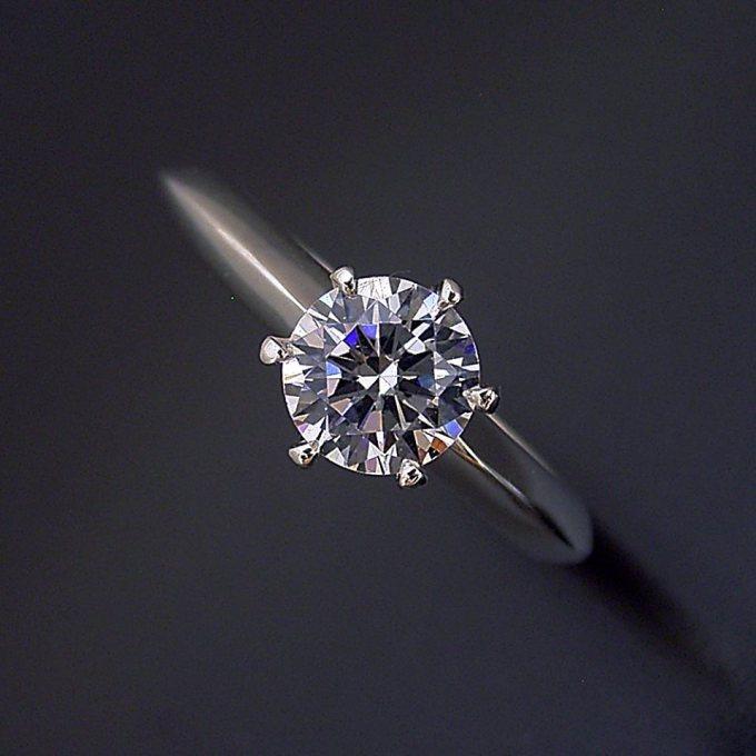 新型の婚約指輪が出来ました。