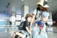 赤ちゃんとの旅行におすすめの飛行機・座席の選び方は?抱っこひもしたまま乗れる?