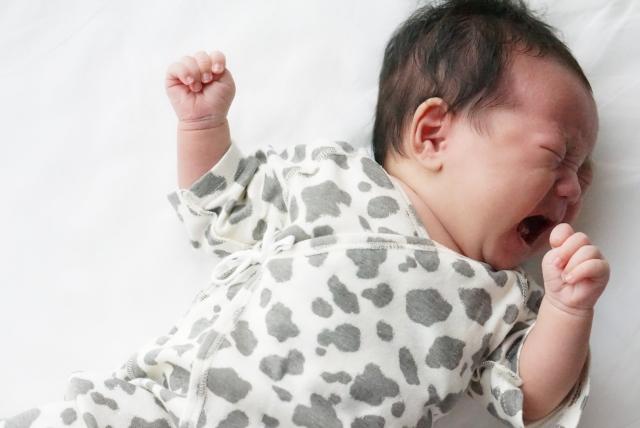 赤ちゃんが産まれたらご近所に挨拶すべき?いつから?手土産は必要?夜泣きで迷惑かけるその前に