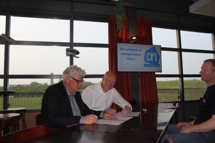 Ondertekening-contract-AH-Hoogkerk