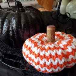 rick rack pumpkin crochet pattern | hooked by kati