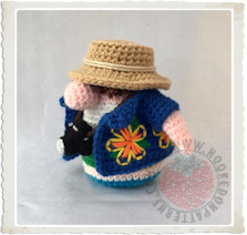 Tourist Gonk Free Crochet Pattern