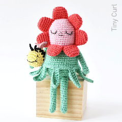 Flower Gal & Bee Free Crochet Pattern