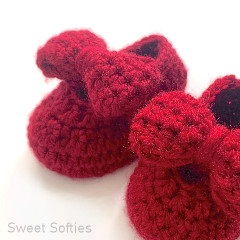 Thumbnail image of the Baby Mary Janes free crochet pattern