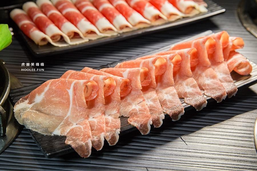 五鮮級平價鍋物 高雄火鍋店 鴛鴦鍋(龍骨+麻辣)梅花豬NTD179 加肉+NTD40