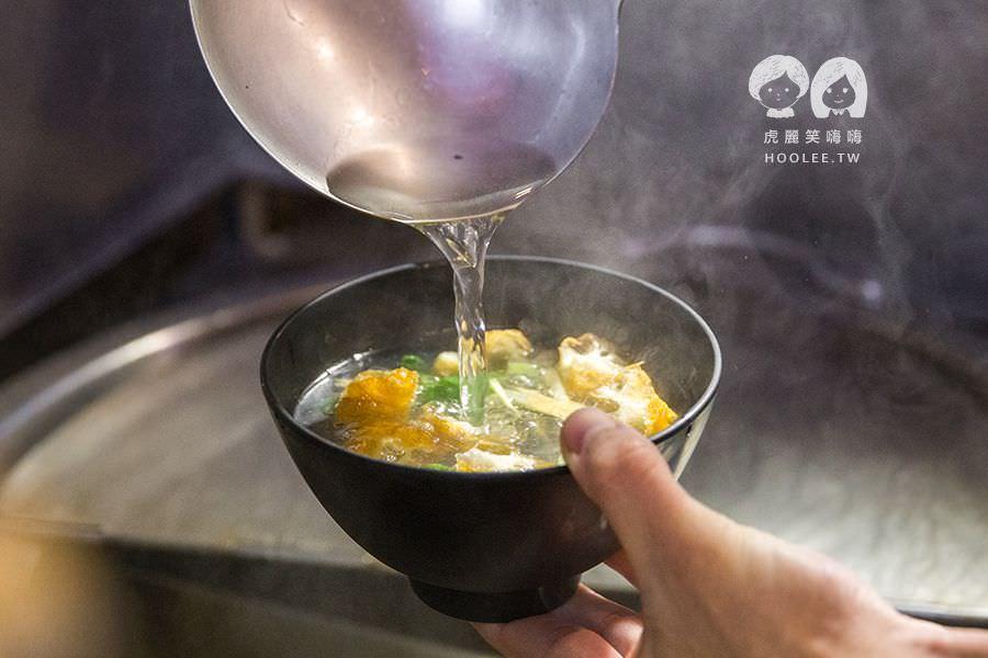 型男雄賀呷 型男油飯 古早味油飯 皮蛋鯛魚湯 NT$45