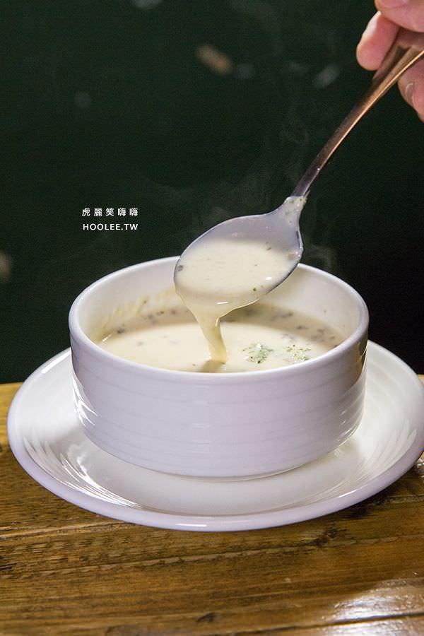 Deli & Cheese 高雄 平價美式餐廳 B套餐 NT$89 法式蘑菇濃湯