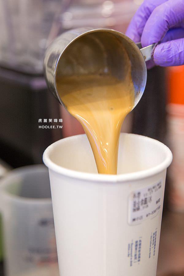 咖啡平方 興中店 黃金拿鐵 NT$60