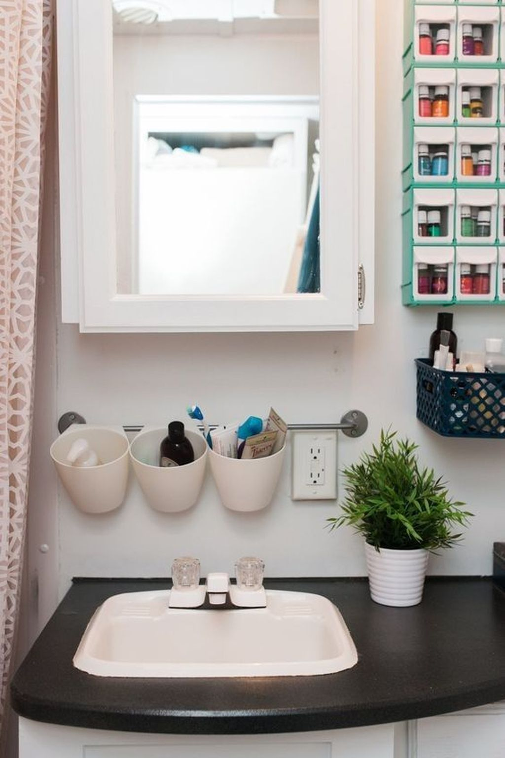 Amazing Bathroom Storage Design Ideas For Small Space 22