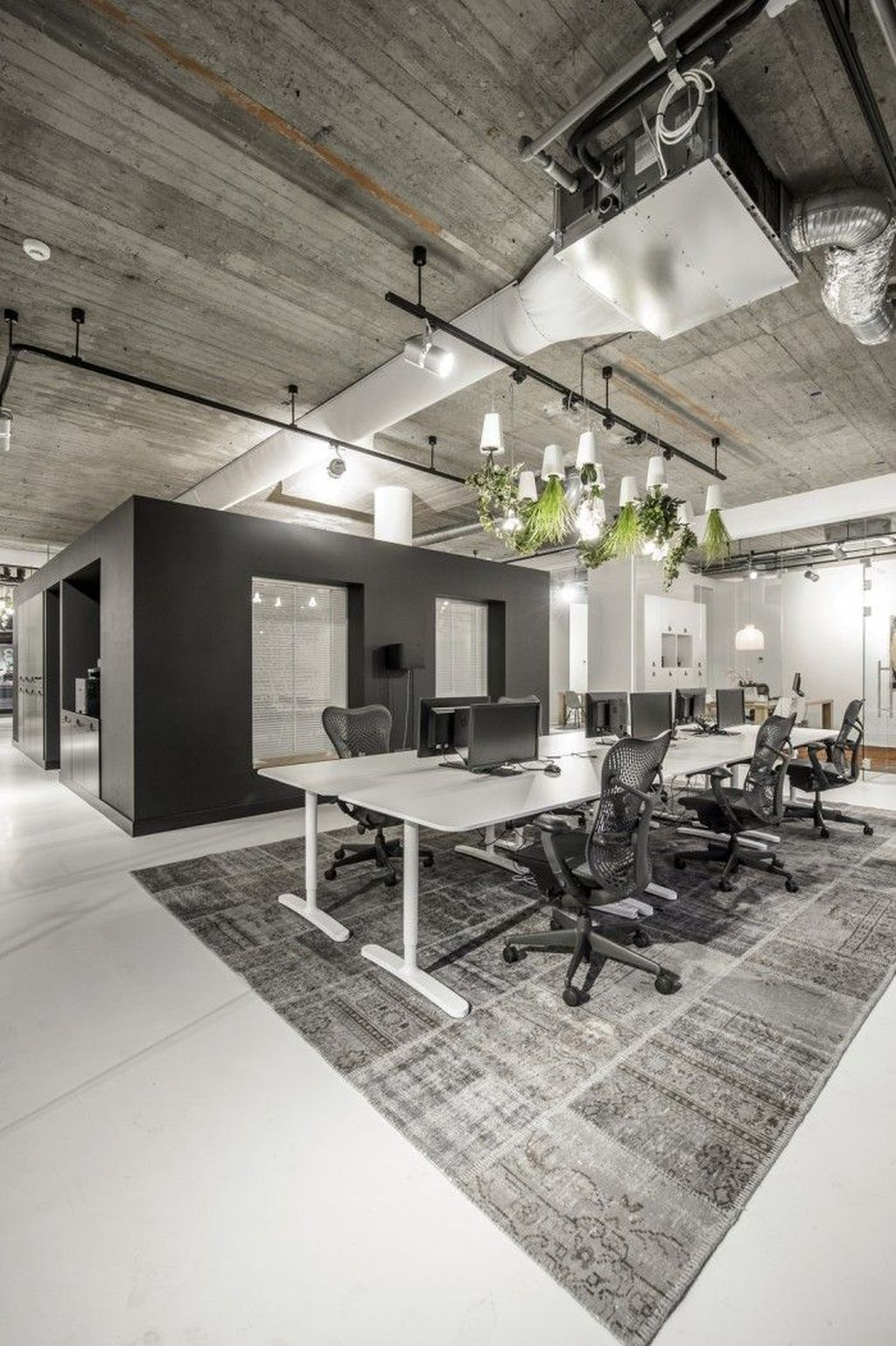 Awesome Modern Office Design Ideas 20