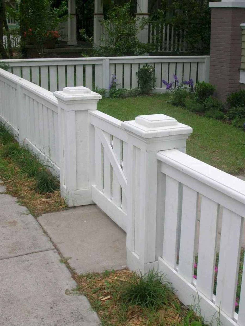 Inspiring Front Yard Fence Design Ideas 04