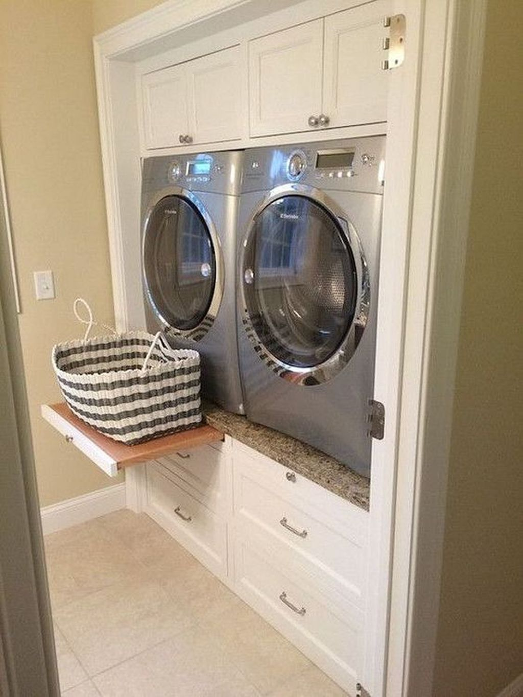 Inspiring Small Laundry Room Design And Decor Ideas 30