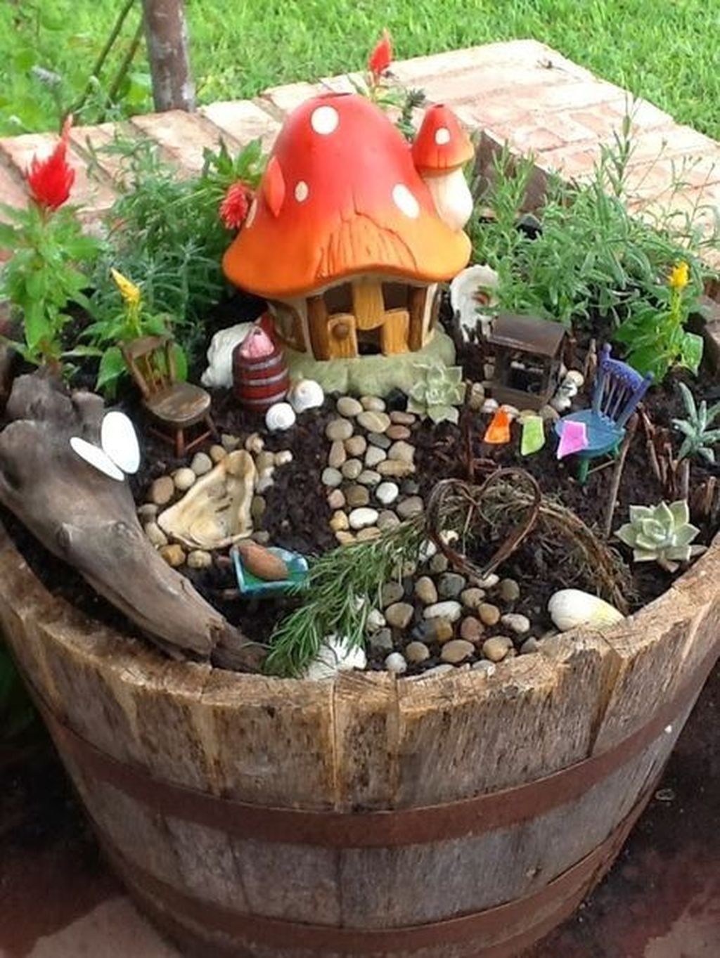 Lovely Beautiful Fairy Garden Design Ideas 01
