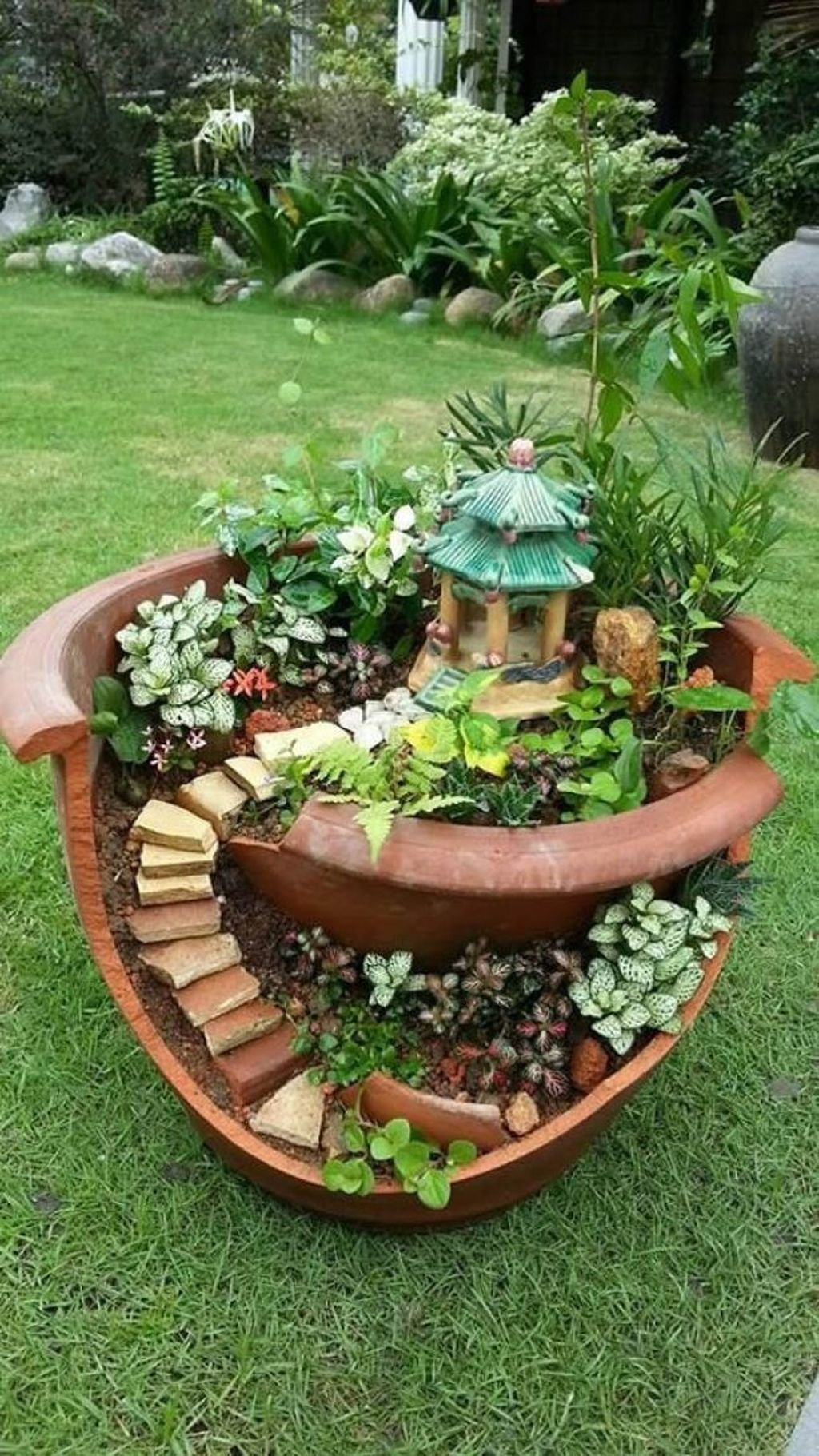 Lovely Beautiful Fairy Garden Design Ideas 02