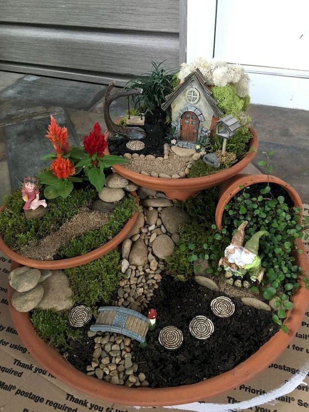 Lovely Beautiful Fairy Garden Design Ideas 32