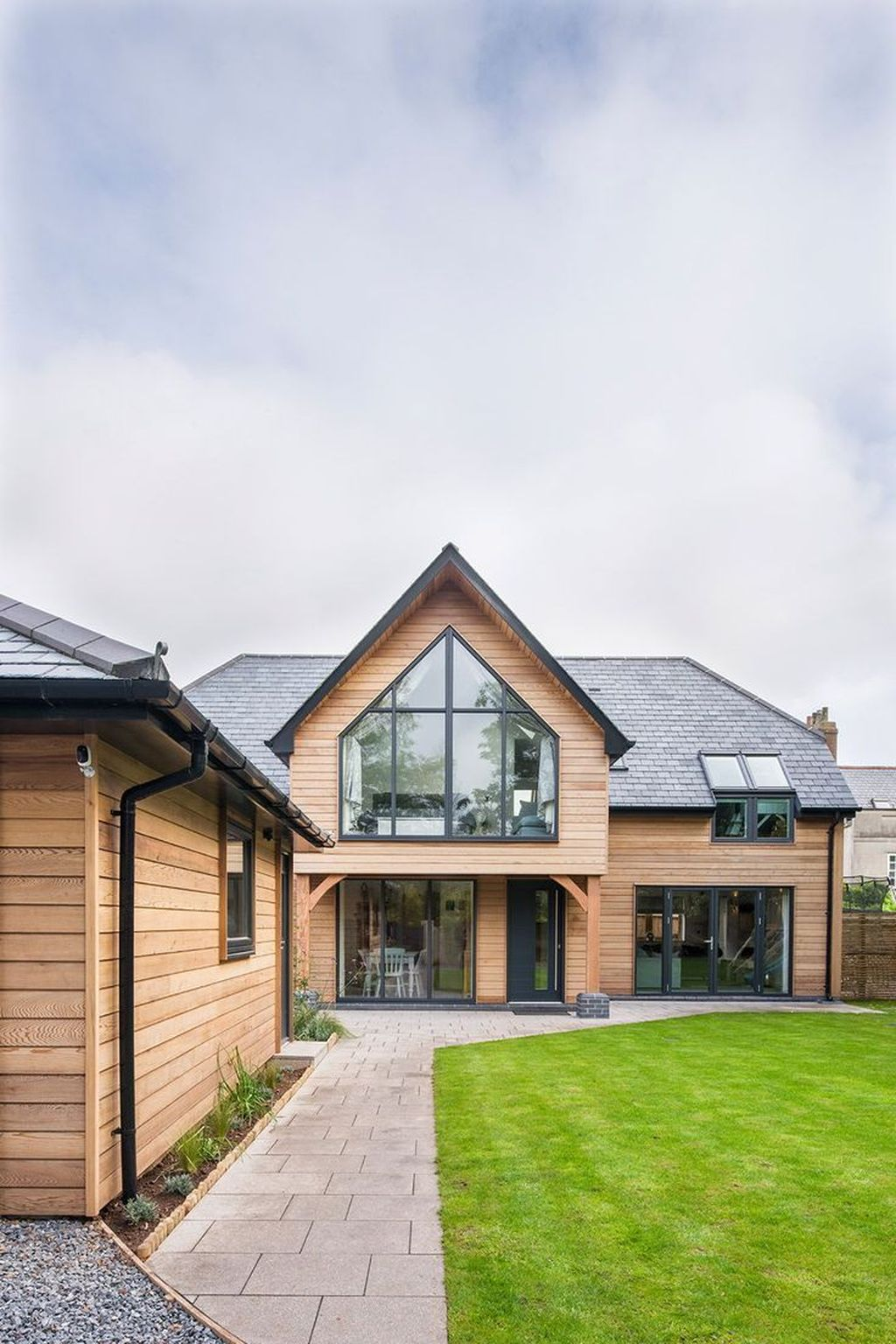 Lovely Modern Home Exterior Design Ideas 29