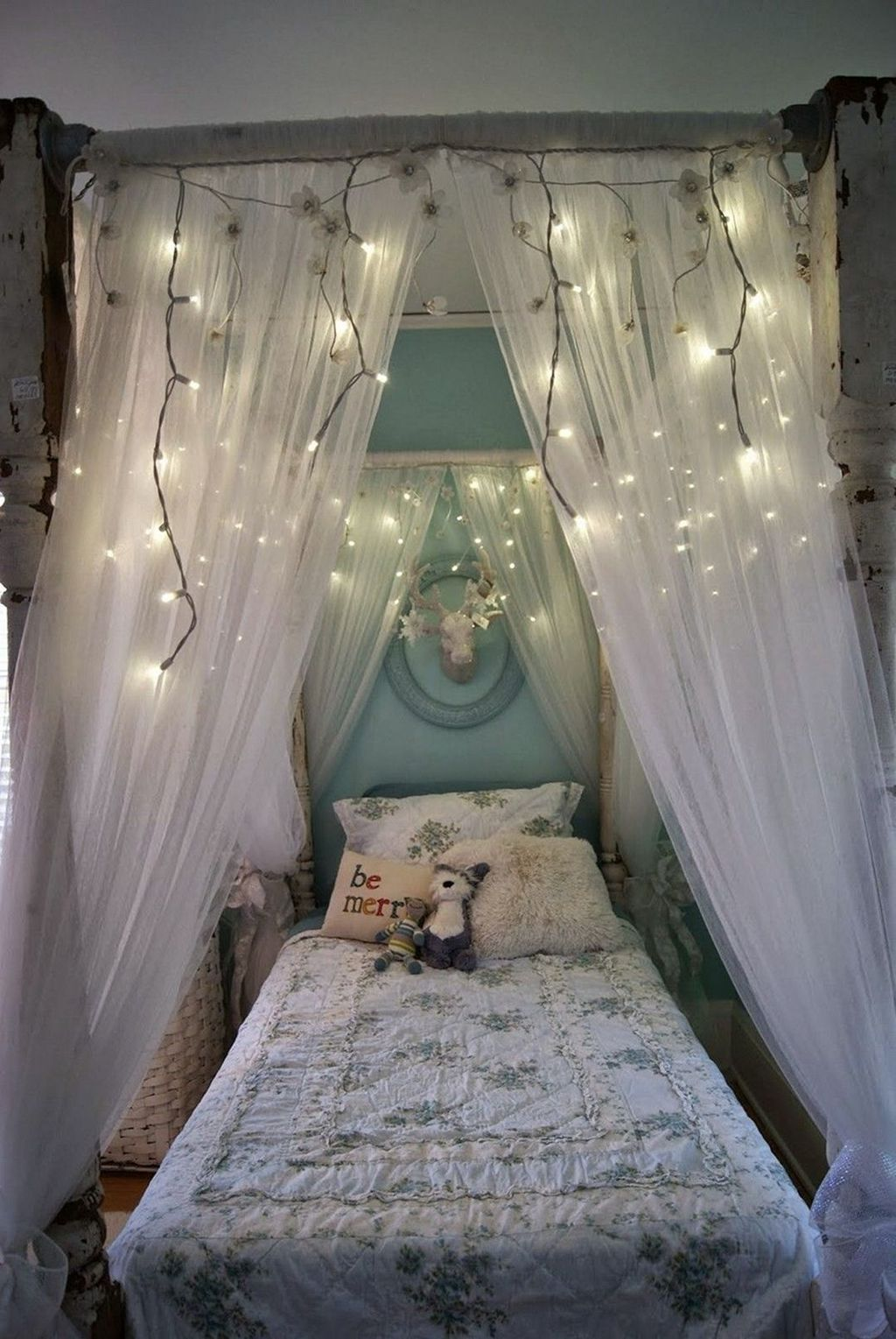 Lovely Romantic Canopy Bed Design Ideas For Your Bedroom 08