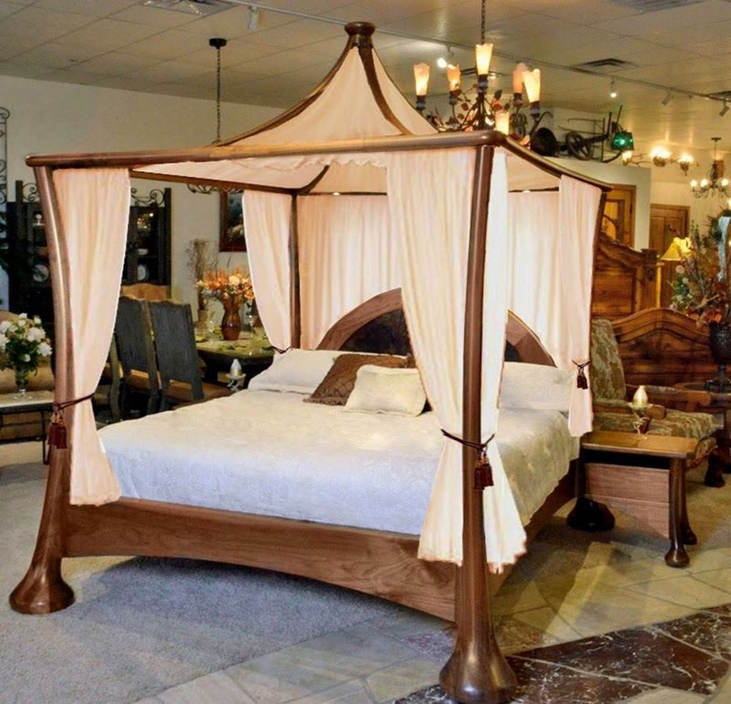 Lovely Romantic Canopy Bed Design Ideas For Your Bedroom 20