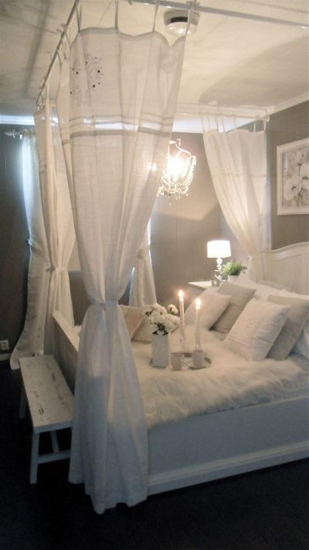 Lovely Romantic Canopy Bed Design Ideas For Your Bedroom 23