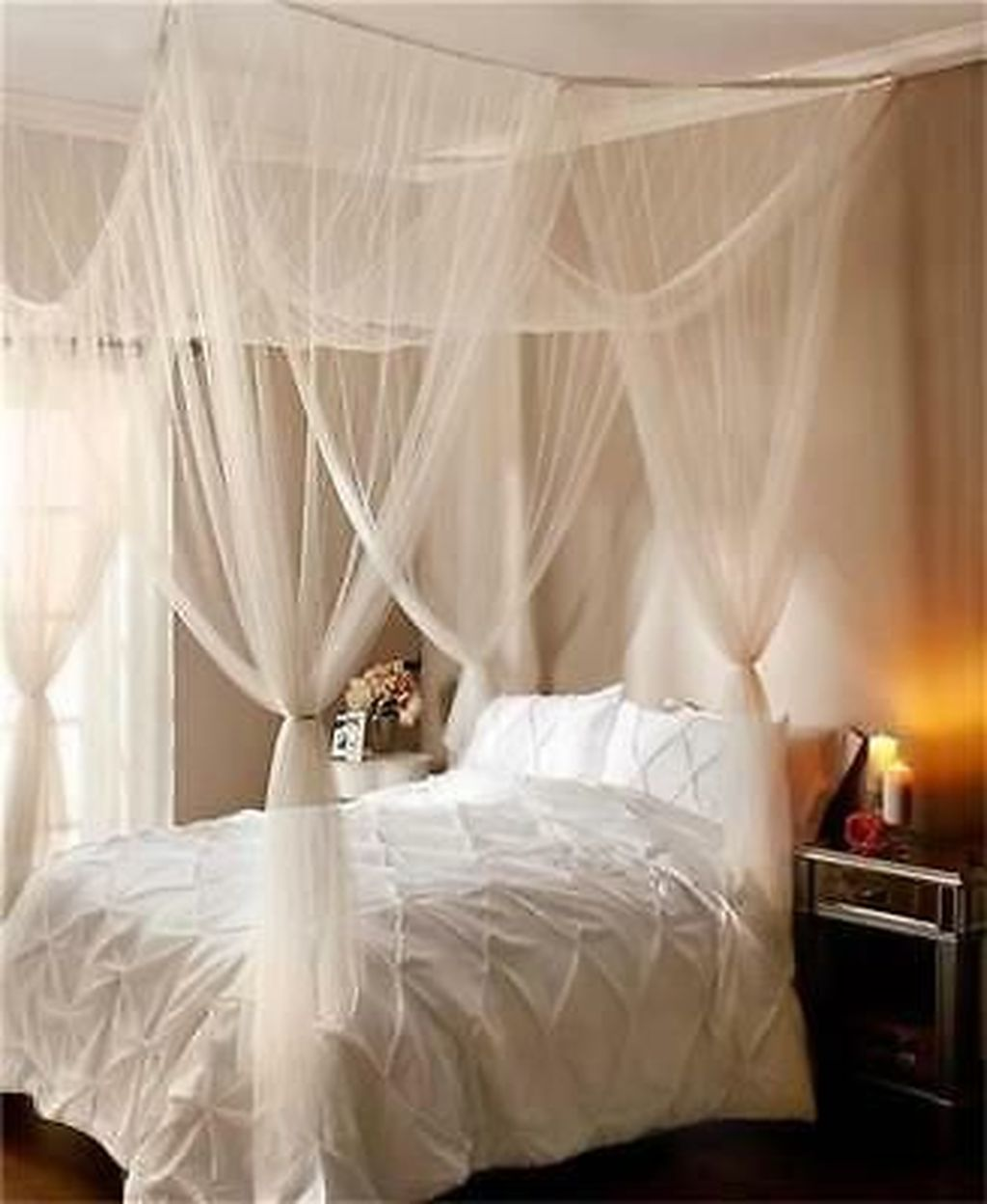 Lovely Romantic Canopy Bed Design Ideas For Your Bedroom 29
