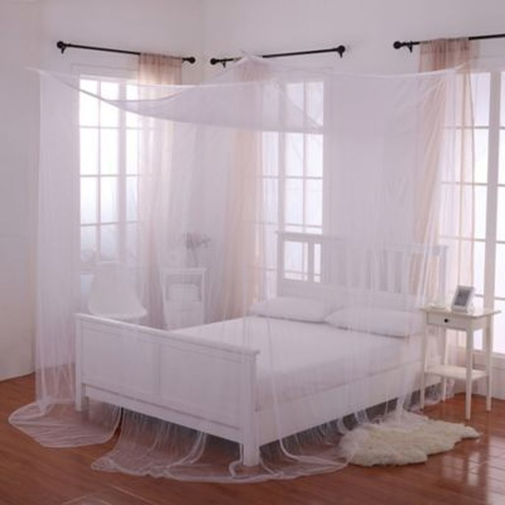 Lovely Romantic Canopy Bed Design Ideas For Your Bedroom 32