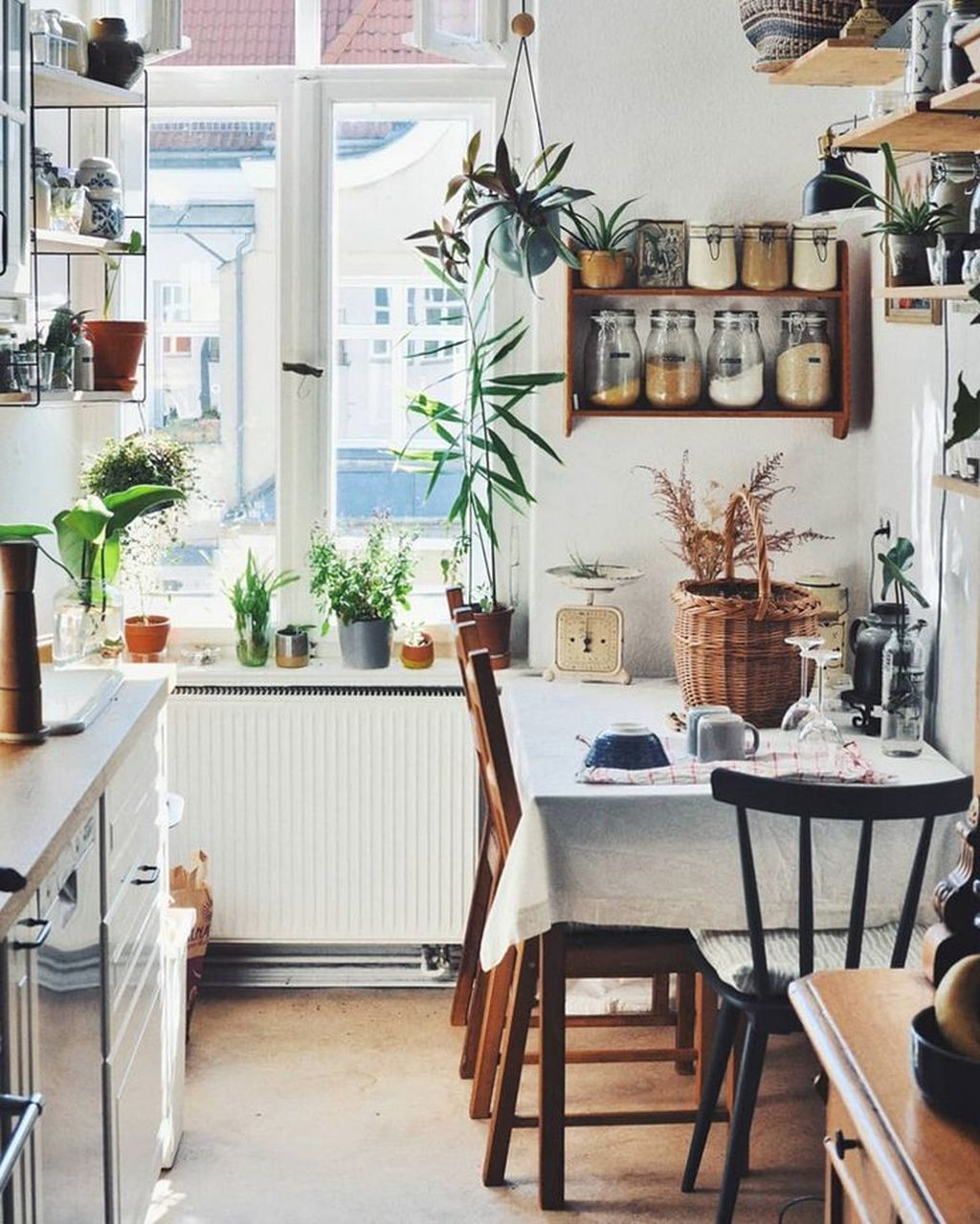 Perfect Small Apartment Decorating Ideas 13