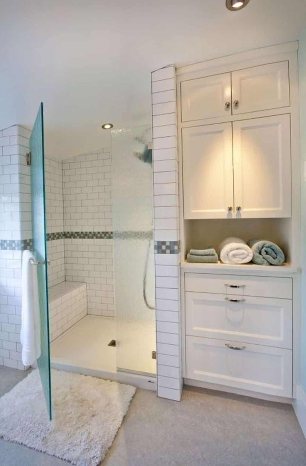 Popular And Stylish Small Master Bathroom Remodel Ideas 12