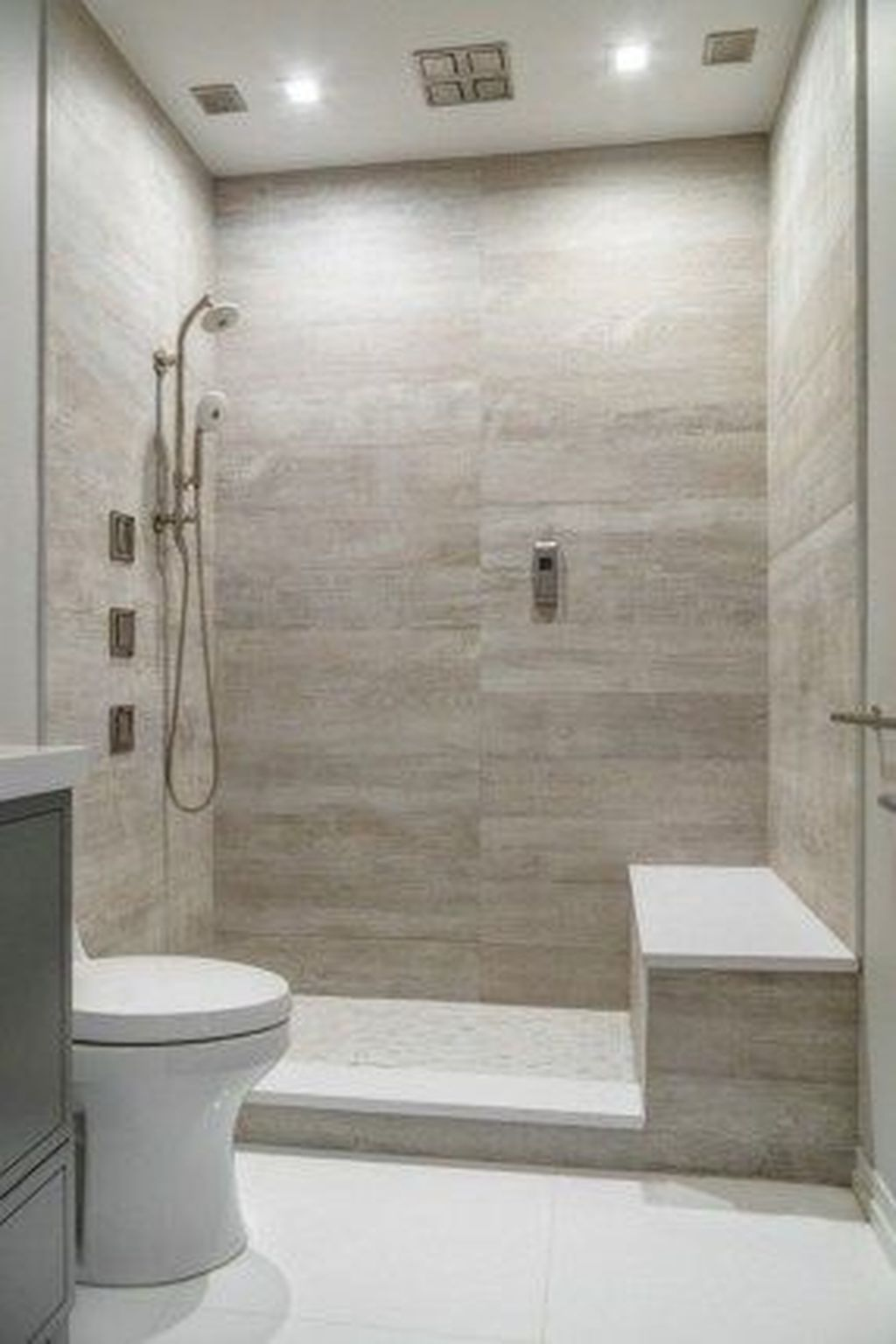 Popular And Stylish Small Master Bathroom Remodel Ideas 32