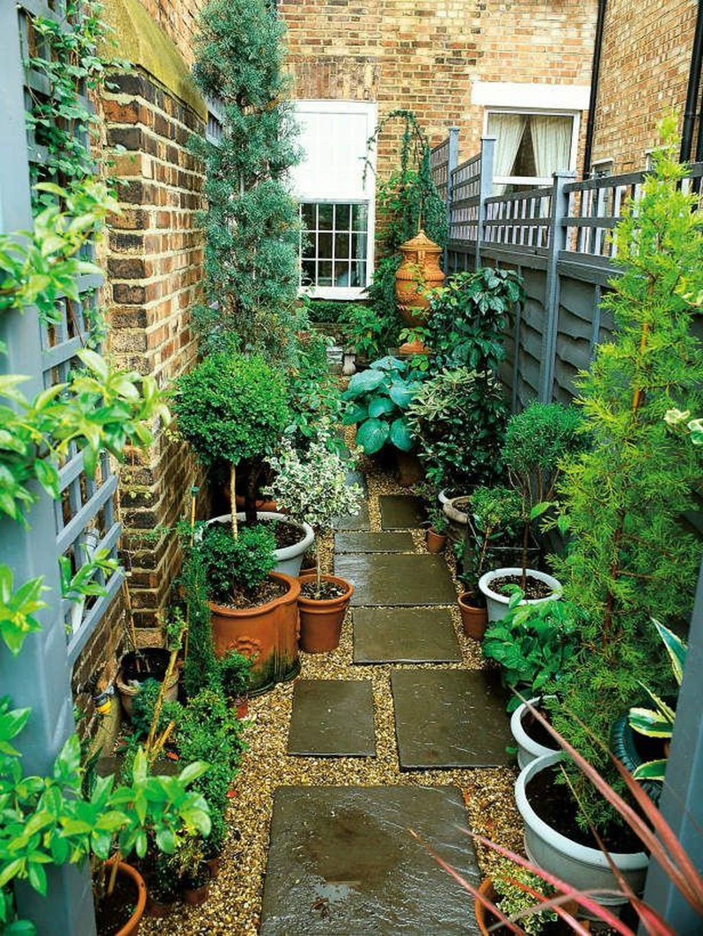 Stunning Tiny Garden Design Ideas To Get Beautiful Look 07