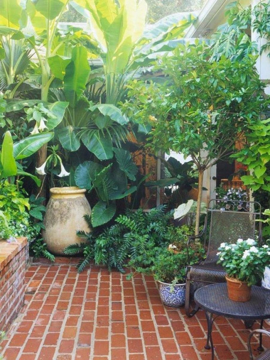 Stunning Tiny Garden Design Ideas To Get Beautiful Look 14