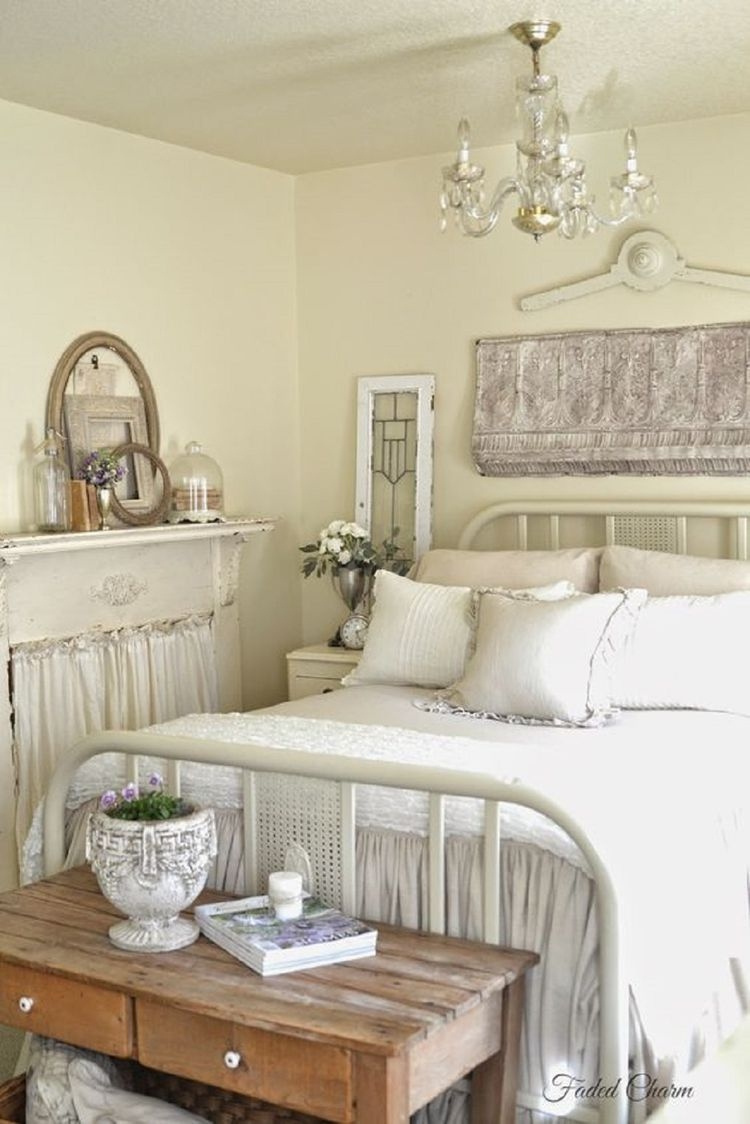 Amazing French Country Bedrooms Design Ideas 16