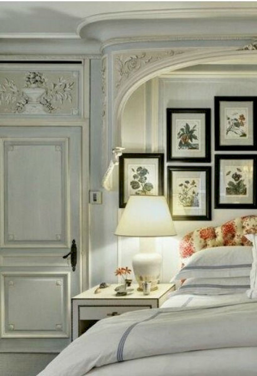 Amazing French Country Bedrooms Design Ideas 34