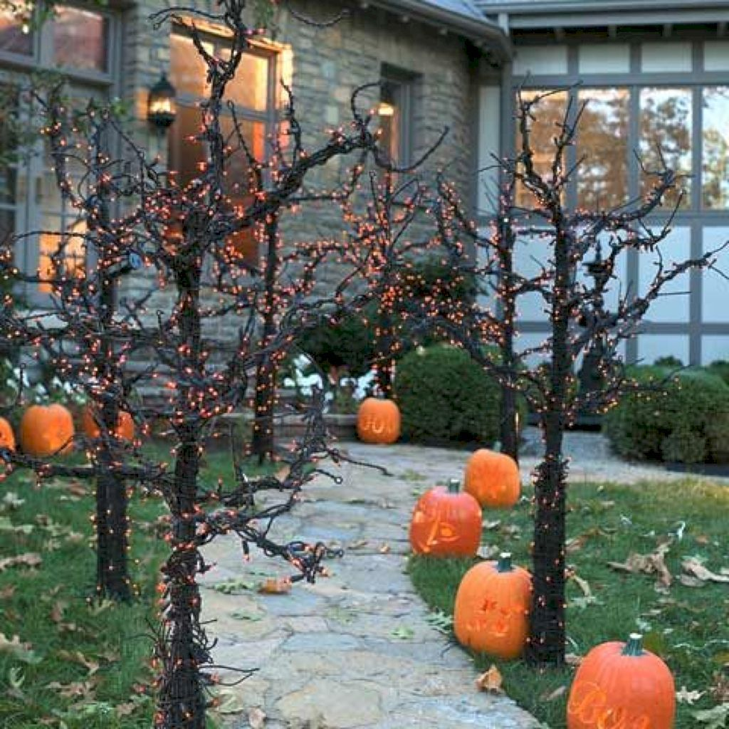 Amazing Halloween Outdoor Decorations Ideas 01
