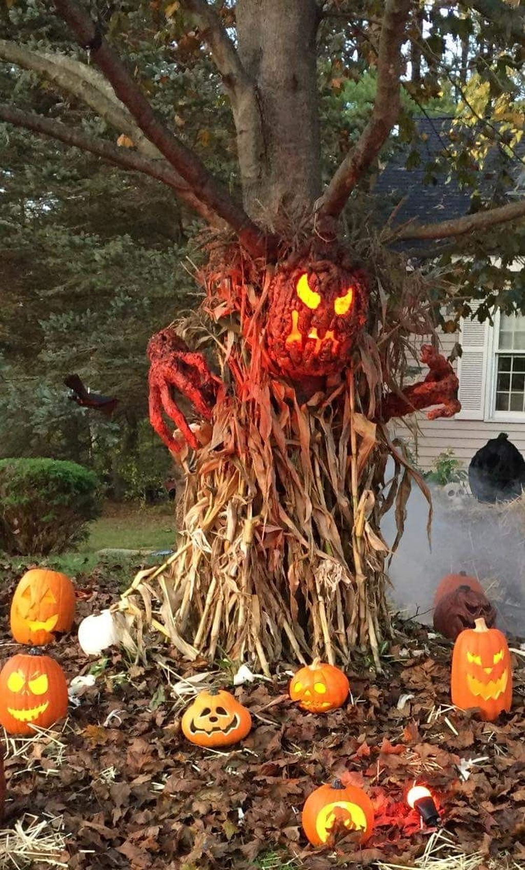 Amazing Halloween Outdoor Decorations Ideas 24