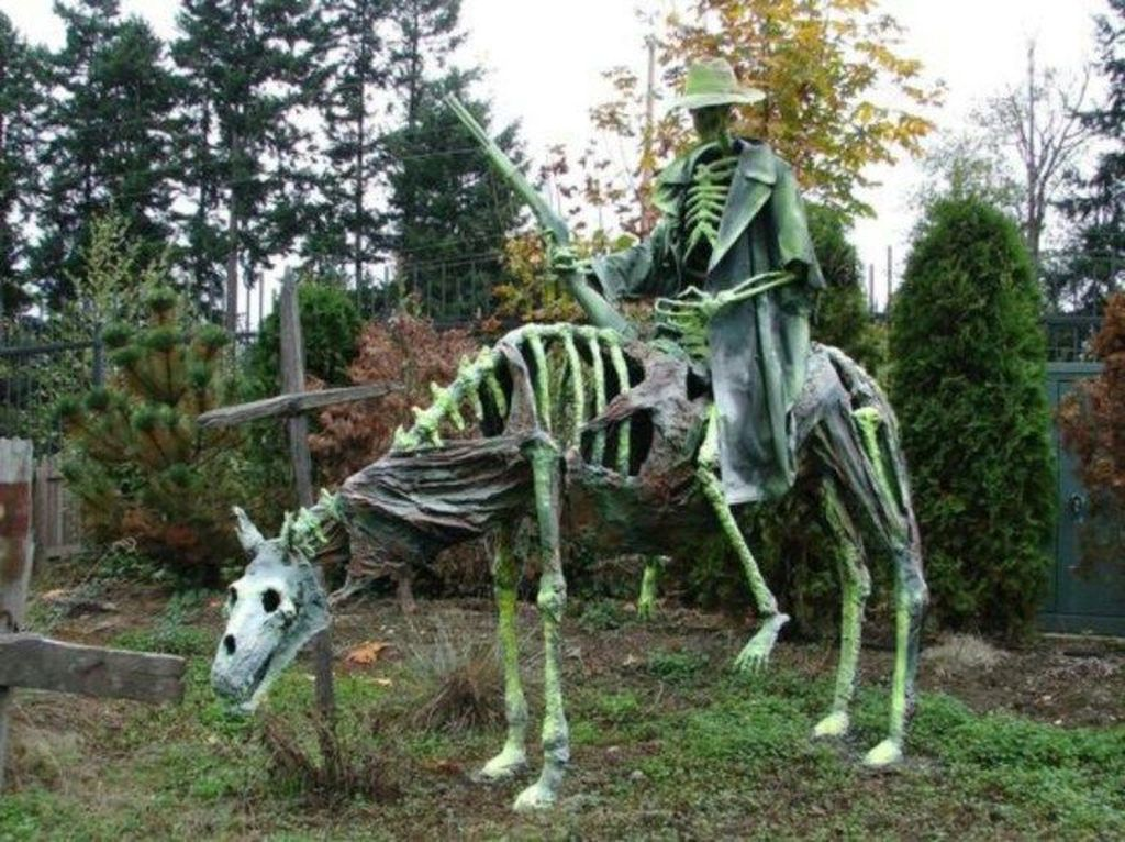 Amazing Halloween Outdoor Decorations Ideas 31