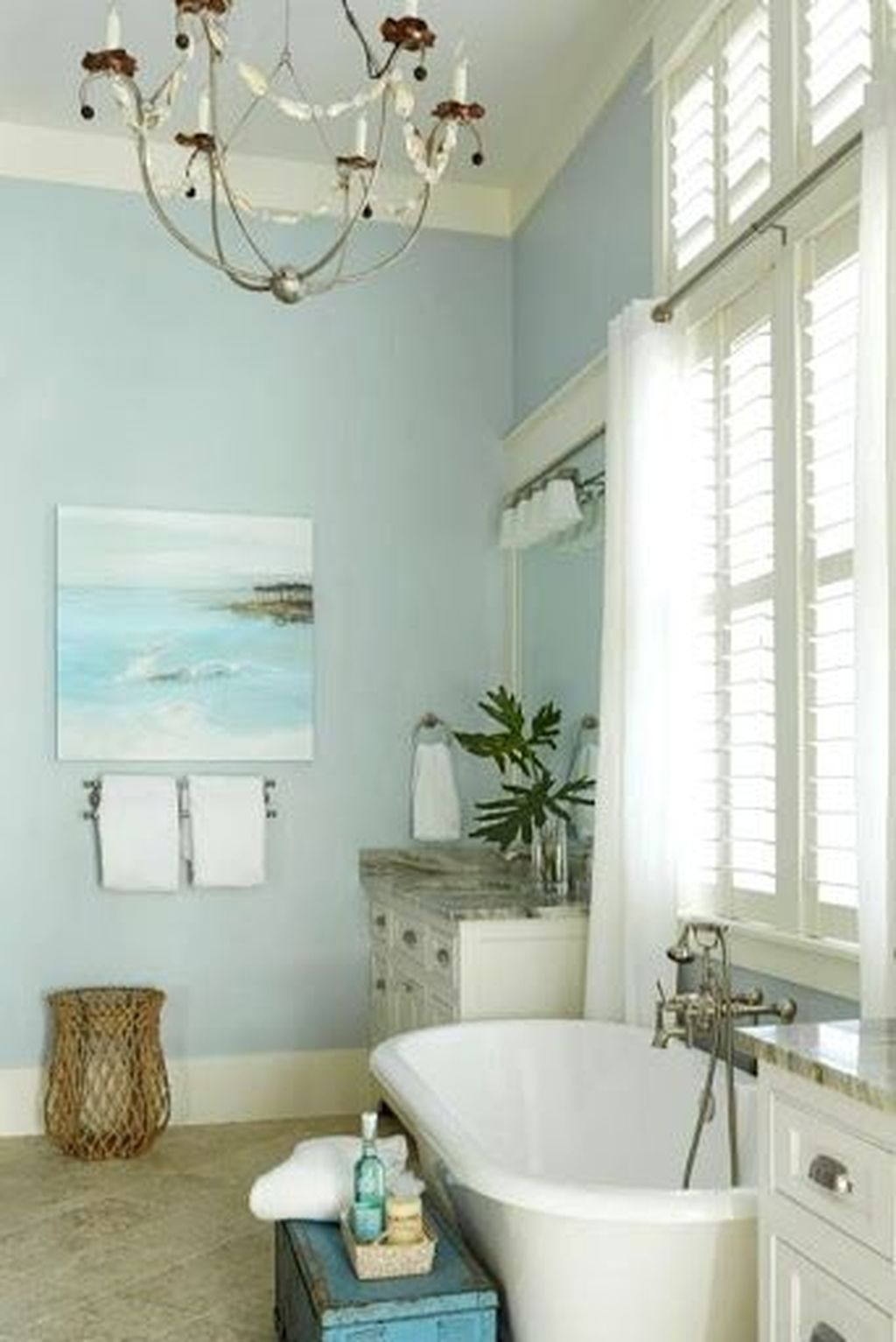 Awesome Coastal Style Bathroom Decorating Ideas 04