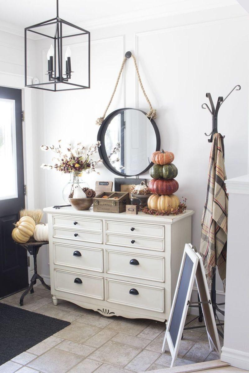 Beautiful Fall Entryway Decor Ideas 08