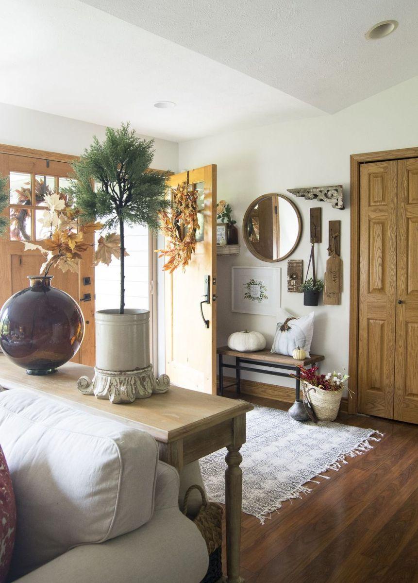 Beautiful Fall Entryway Decor Ideas 29