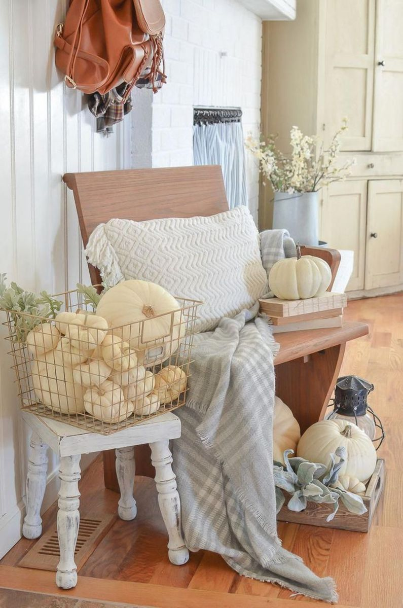 Beautiful Fall Entryway Decor Ideas 34