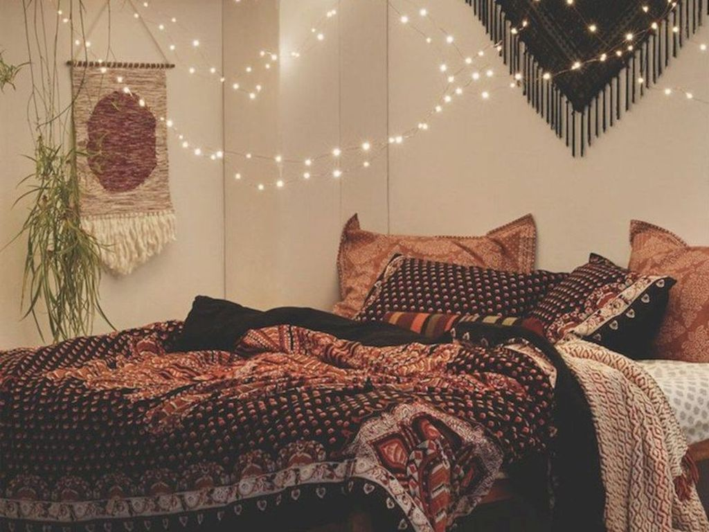 Beautiful Romantic Bedroom Lighting Ideas 16