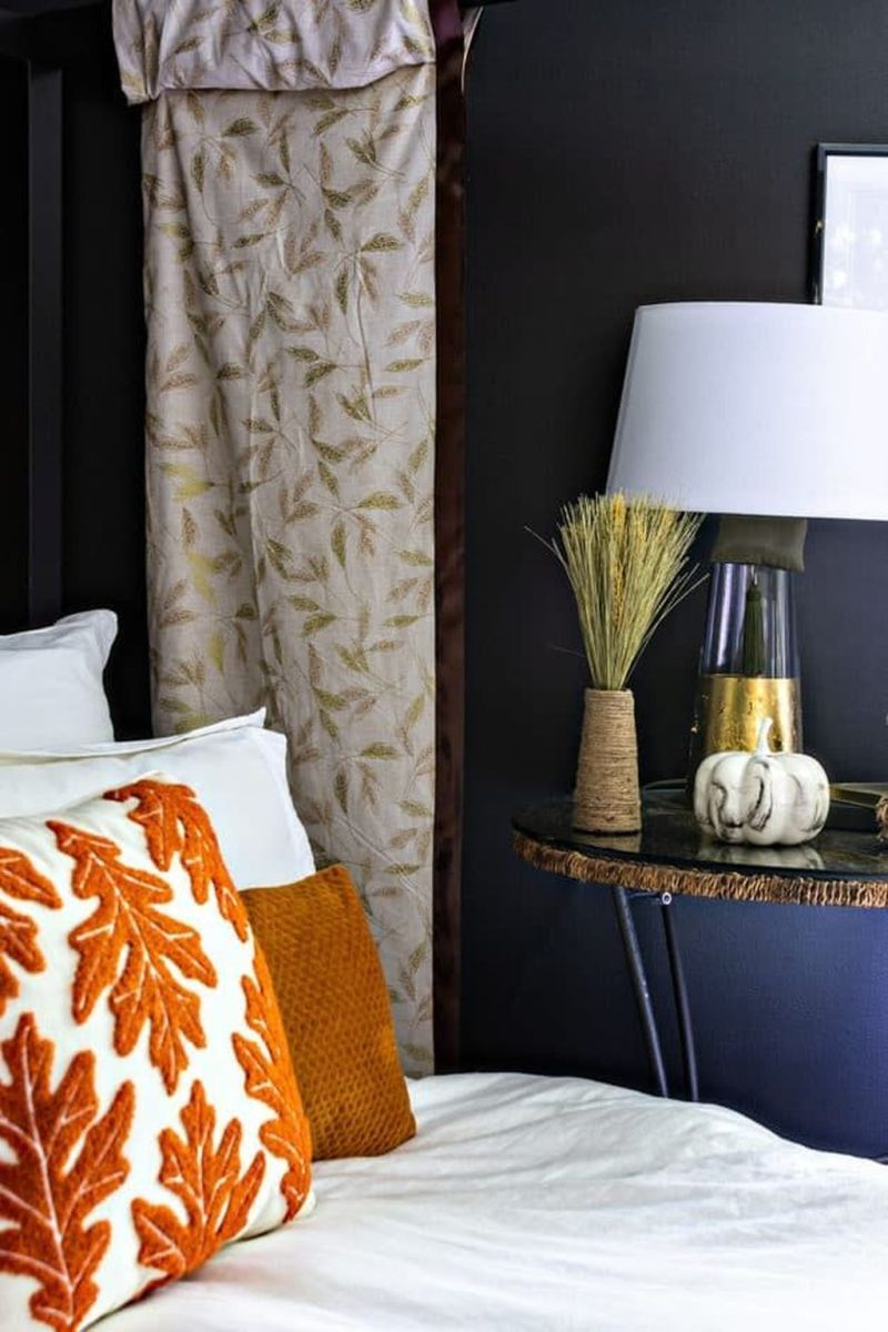 Lovely Fall Bedroom Decor Ideas That Will Popular This Year 07
