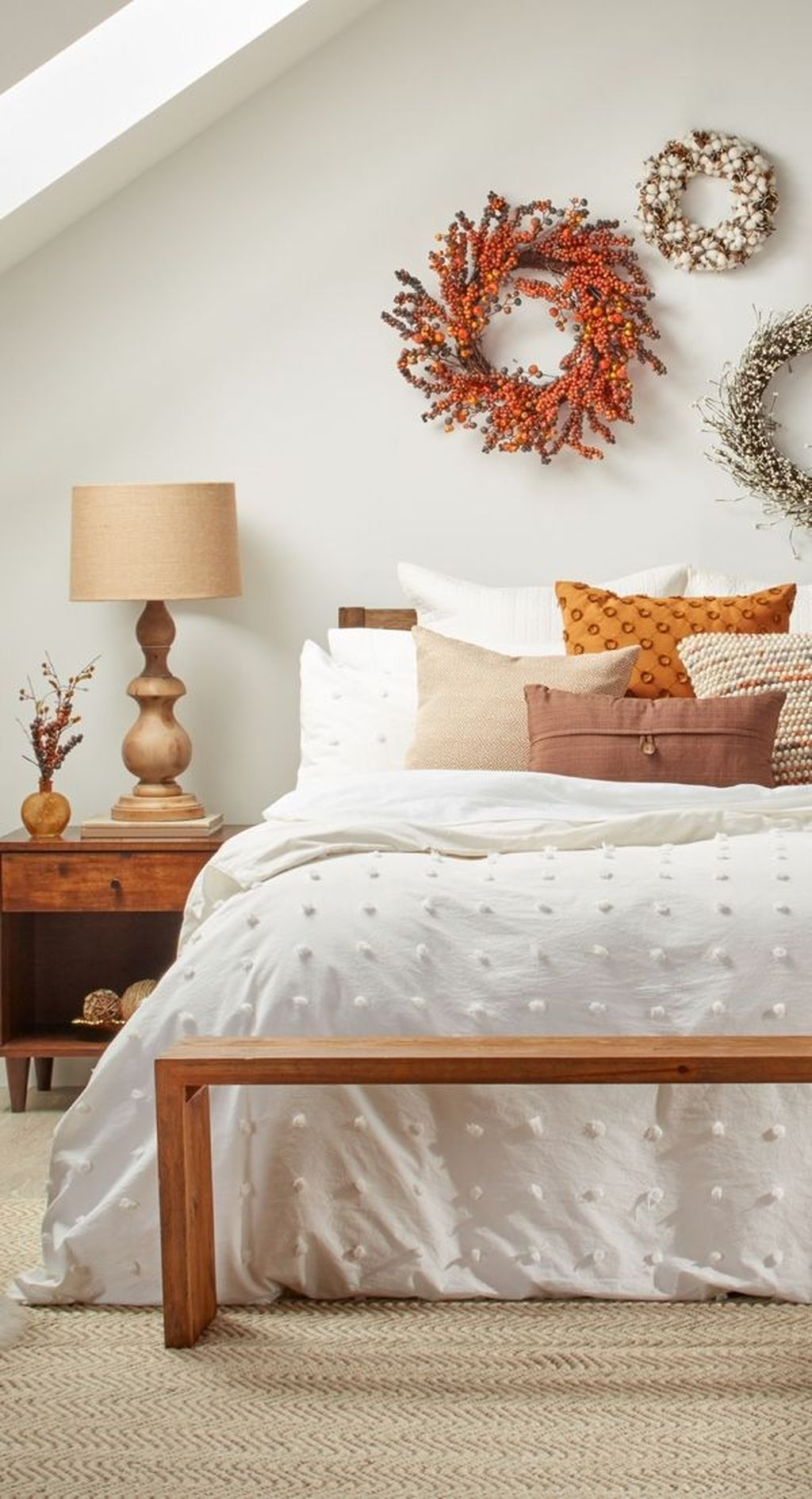 Lovely Fall Bedroom Decor Ideas That Will Popular This Year 28