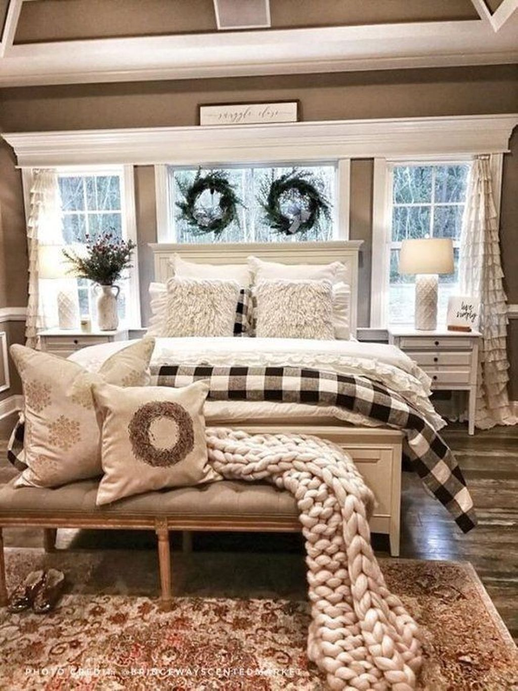 Lovely Lake Bedroom Decorating Ideas 15