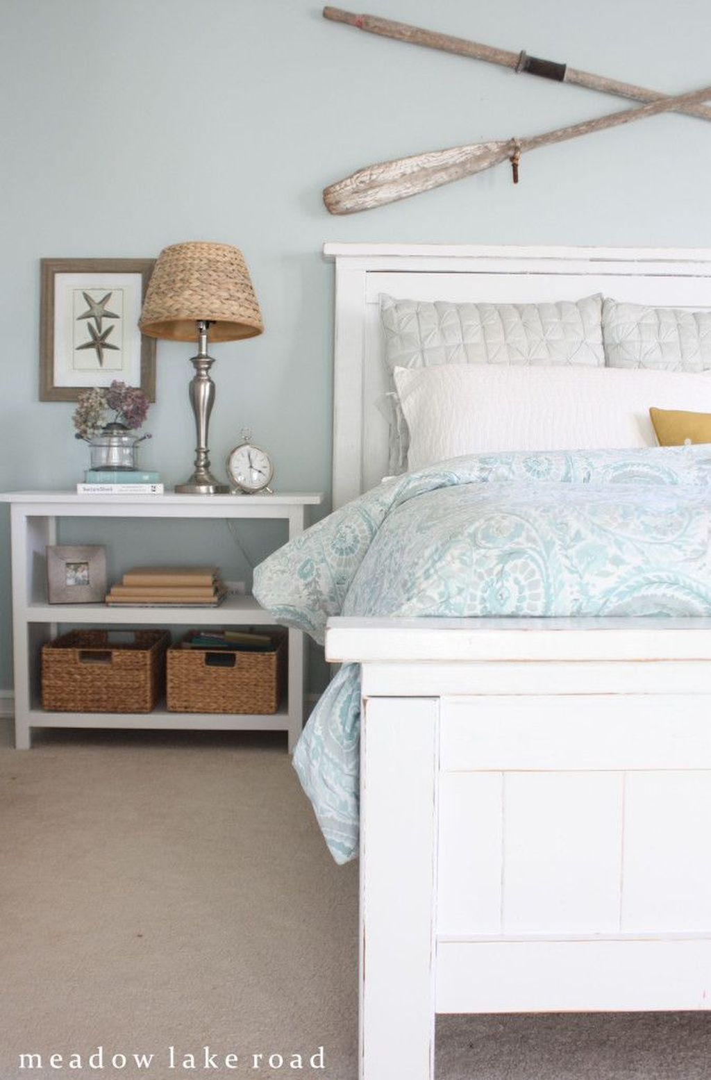 Lovely Lake Bedroom Decorating Ideas 22