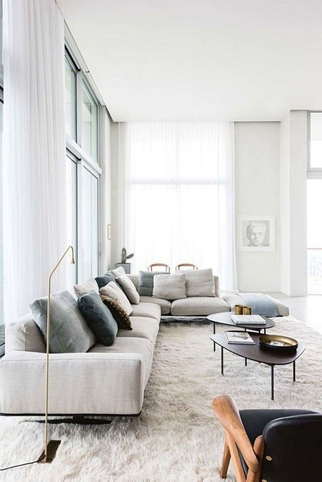 Luxury Living Room Design Ideas With Modern Accent 28