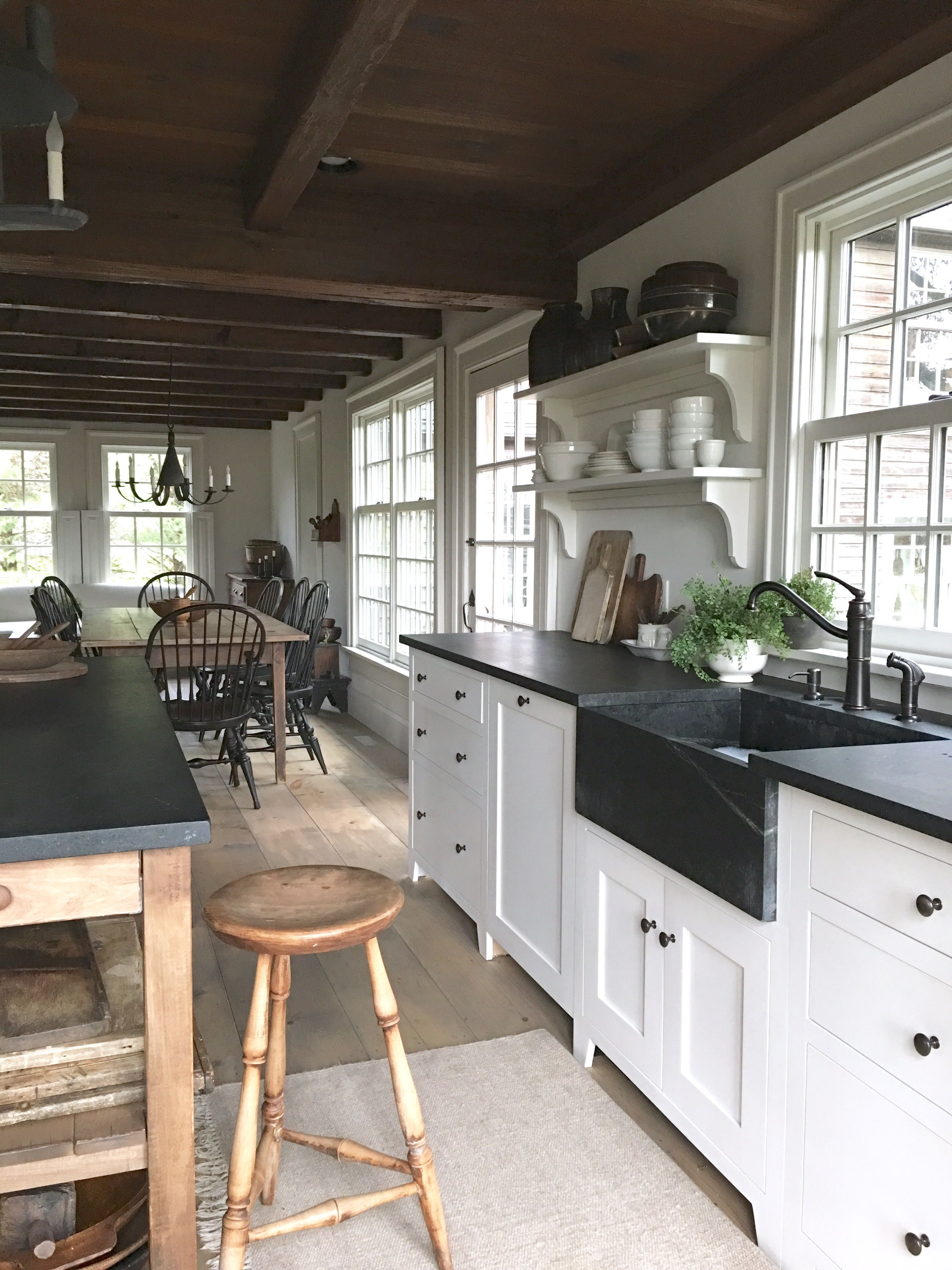 Nice Colonial Kitchen Decoration Ideas 36
