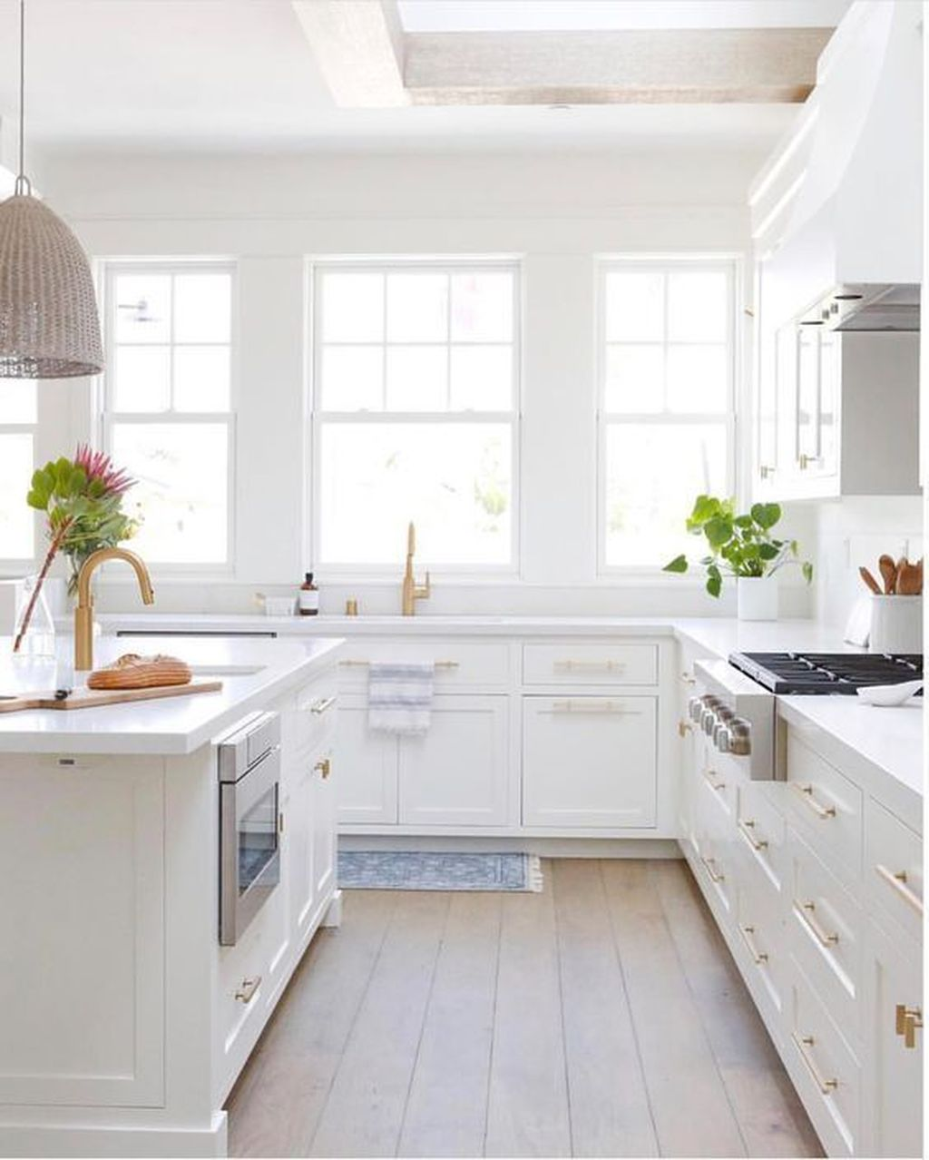 Popular White Kitchen Design Ideas 14