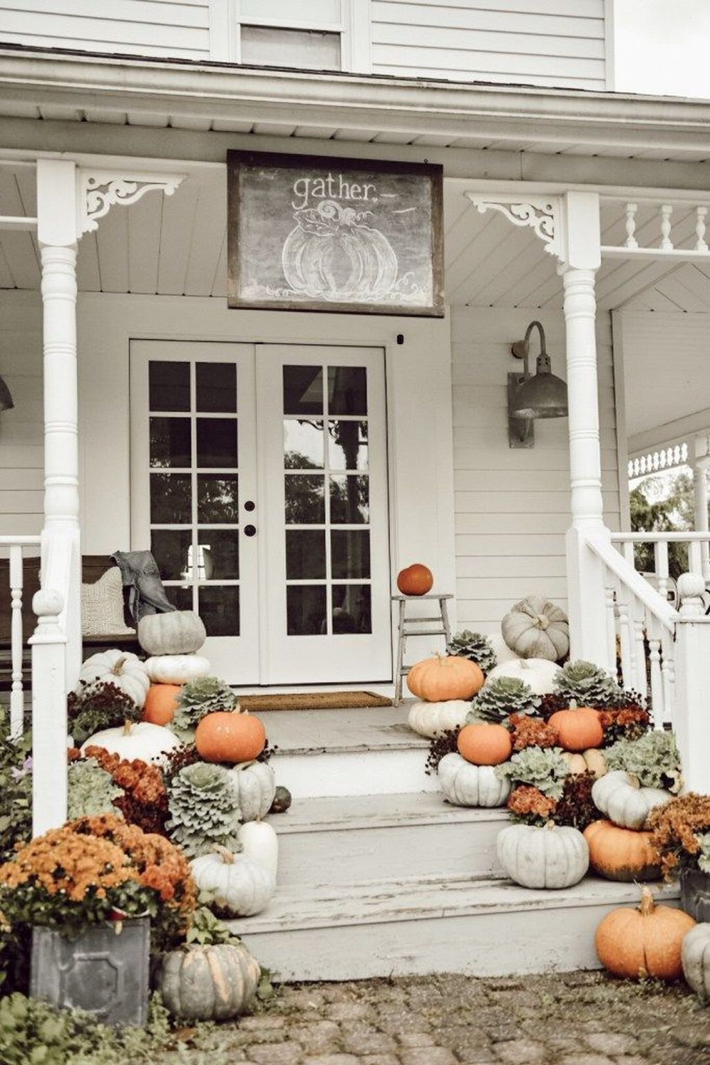 Simple Fall Porch Decorating Ideas 06