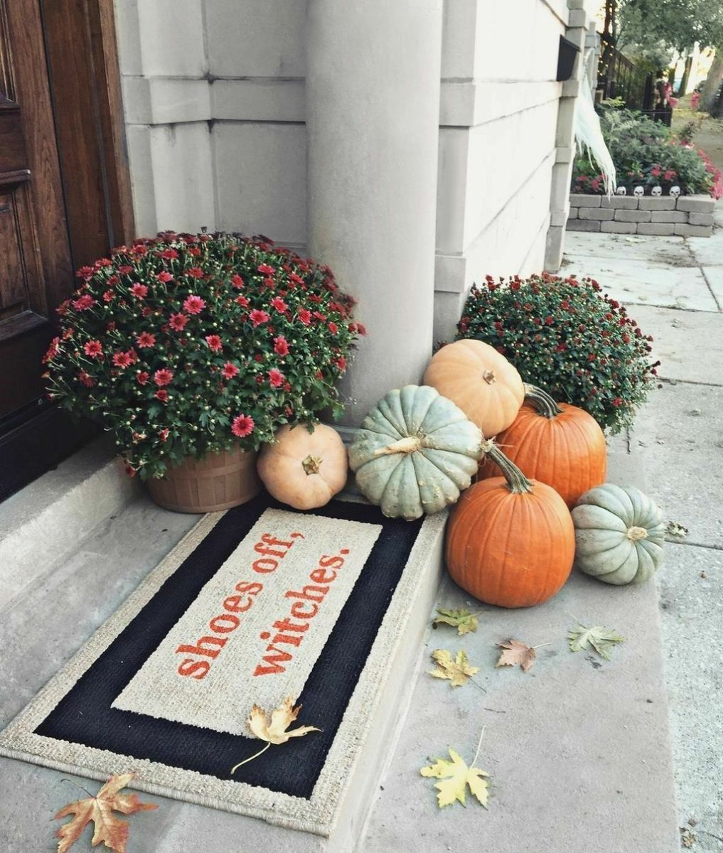 Simple Fall Porch Decorating Ideas 11